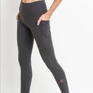 BNWT Mono B Black ribbed leggings with pockets